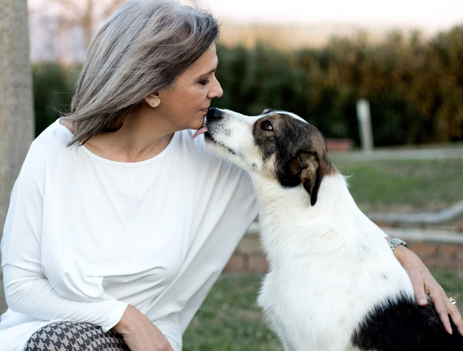 Woman with incontinence gets a dog kiss